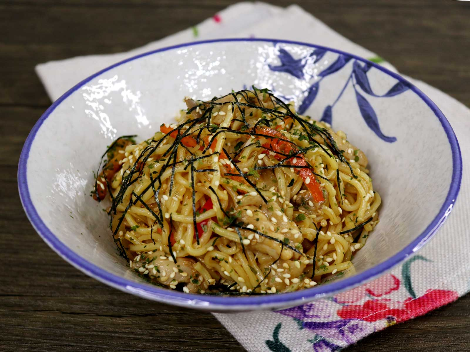 Chicken Yakisoba Sprinkled with Dried Seaweed