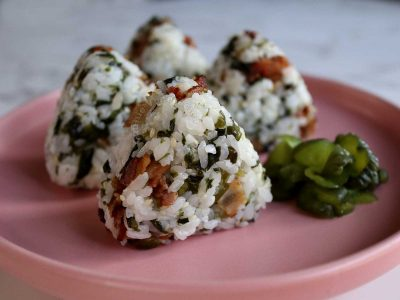 Onigiri with bacon, wakame and toasted sesame seeds
