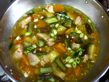 Cooked gaeng om in pan