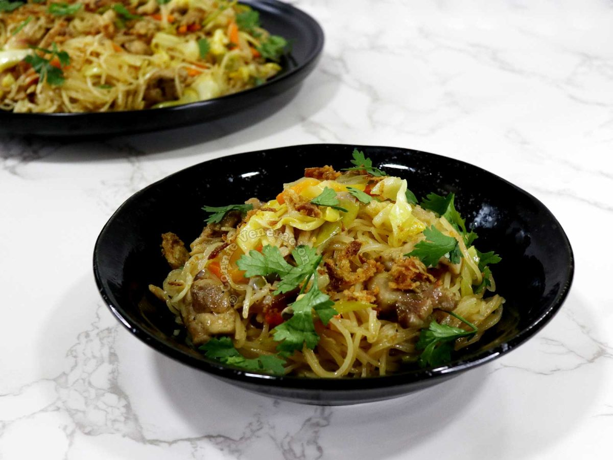 Chicken, vegetables and bee hon (rice vermicelli) stir fry