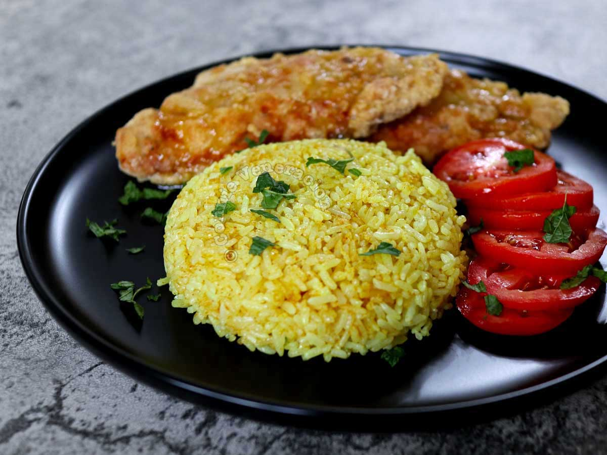 Java rice with fried chicken and tomato slices