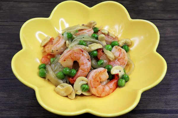 Chinese Shrimp Peas and Cashew Stir Fry