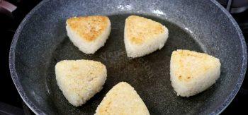Browning tuna onigiri in hot butter