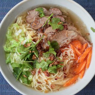 Noodle soup with slices of pork and vegetables