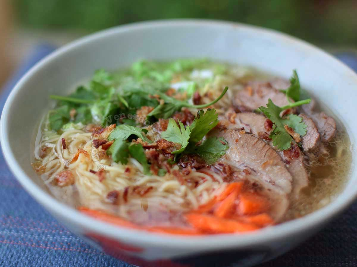 Pork mami (Filipinized Chinese pork noodle soup)